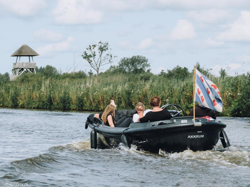 Alde Feanen, Friesland, met een bootje - Map of Joy