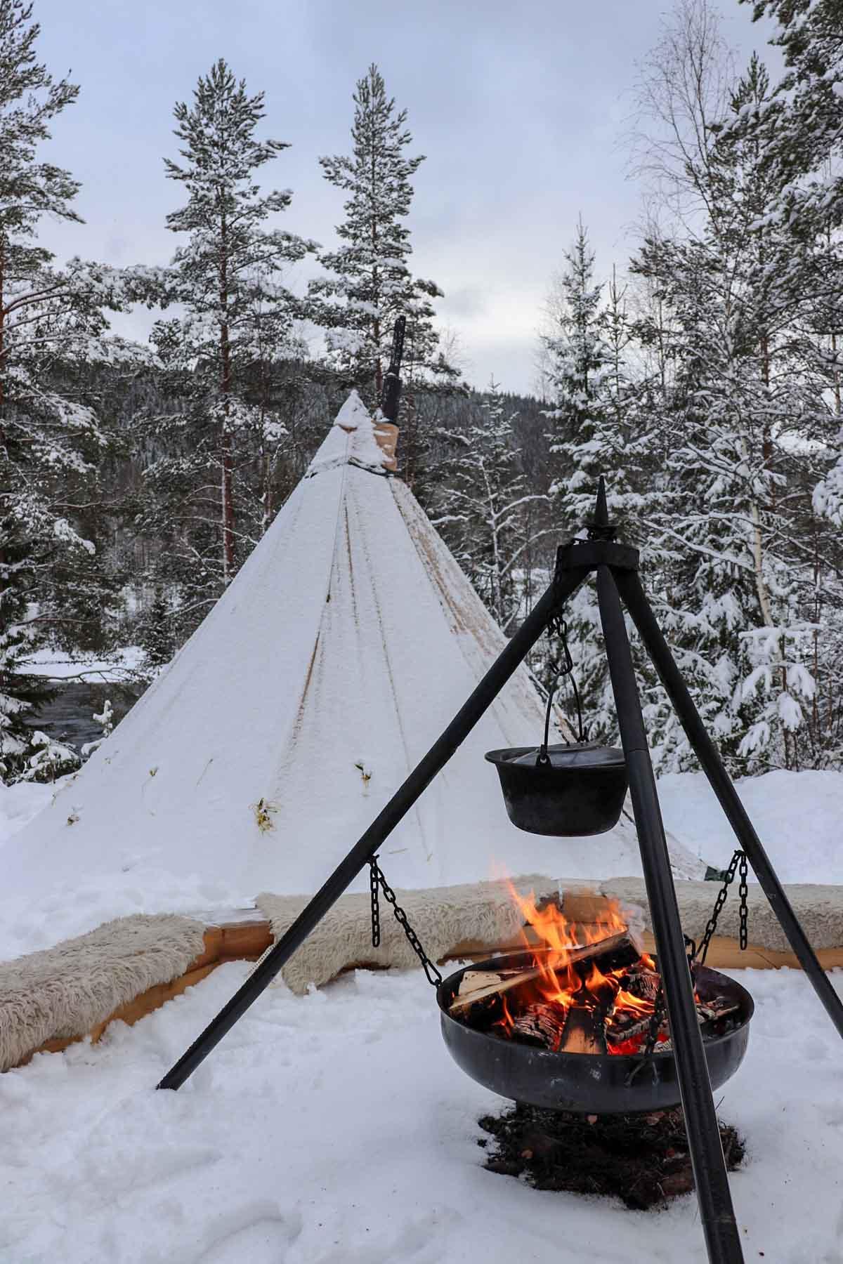 De leukste dingen om te doen in Värmland in de winter, slapen in een tipi - Map of Joy