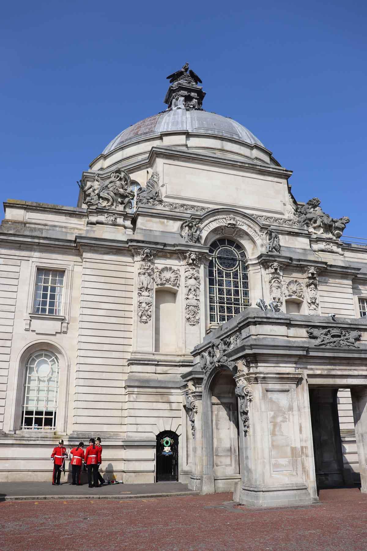 De leukste dingen om te doen in Cardiff, City Hall - Map of Joy
