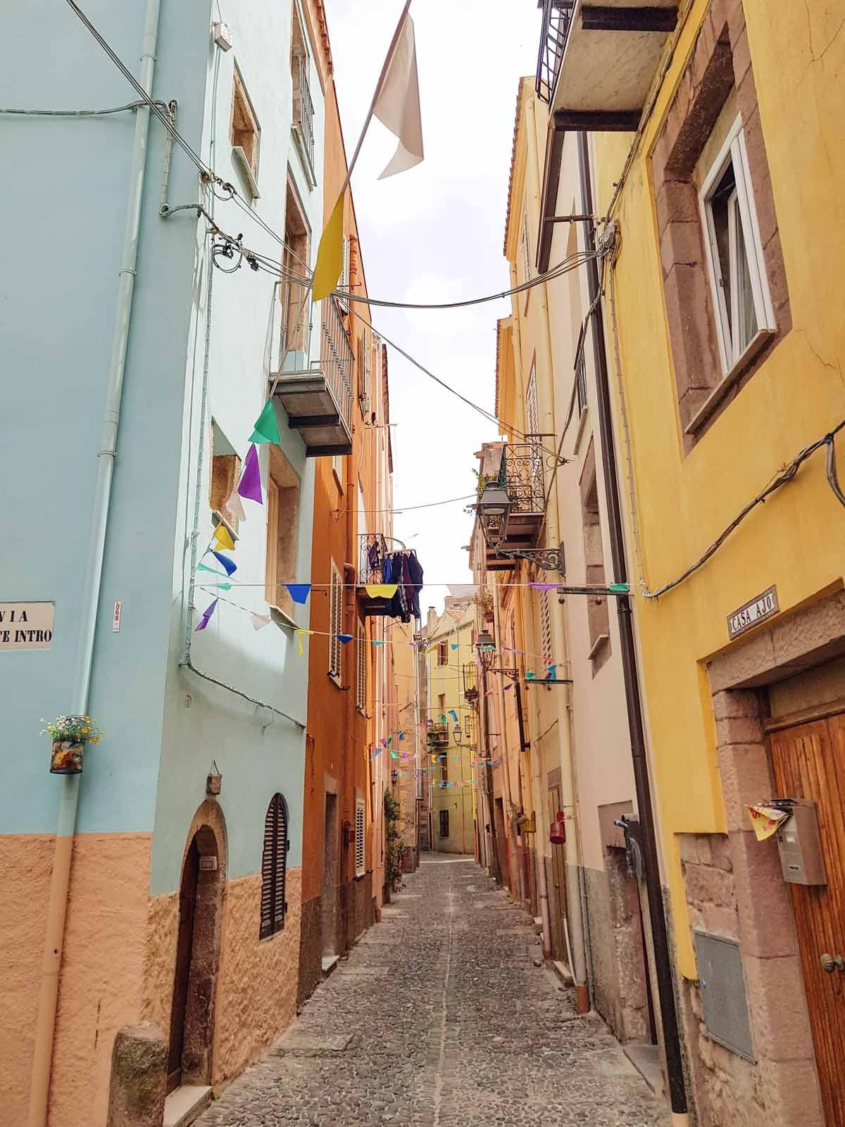 De mooiste plekken van Noord-Sardinië [roadtrip route], Bosa - Map of Joy