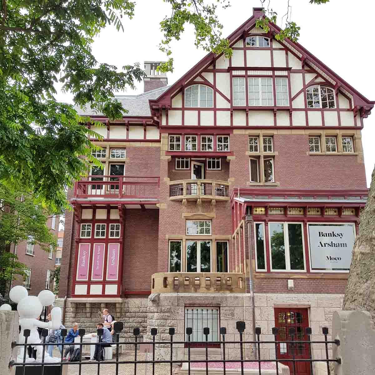 Originele museumtip: het Moco Museum in Amsterdam - Map of Joy
