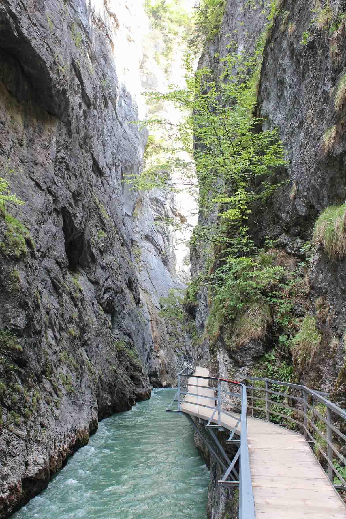 Doen in Meiringen: wandelen door kloof Aareschlucht - Map of Joy