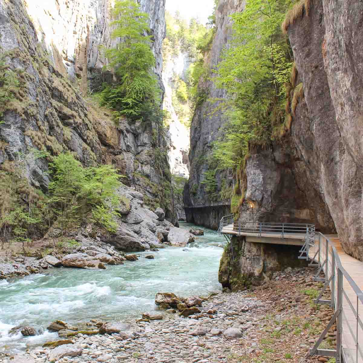 Doen in Meiringen: wandelen door kloof Aareschlucht - Map of Joy