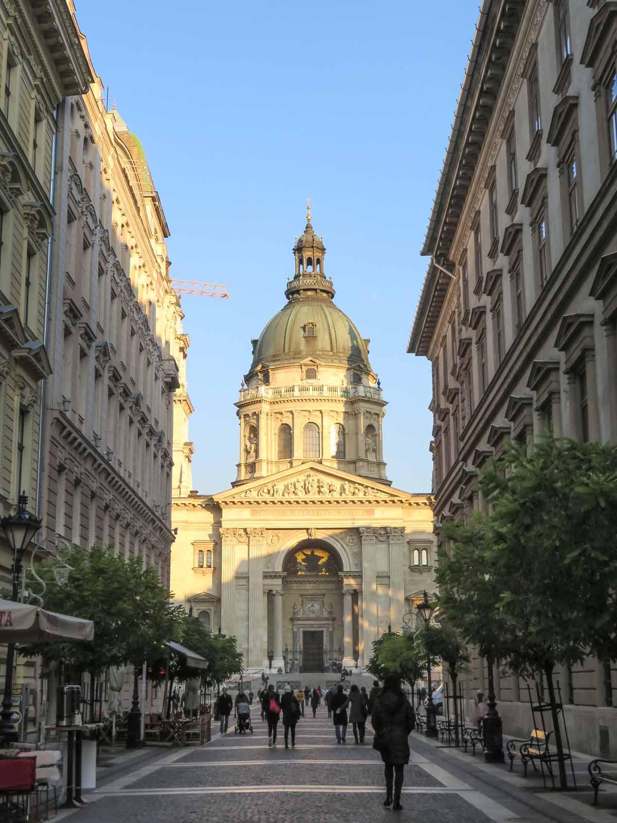 20x de allerleukste dingen om te doen in Boedapest, Sint Stefanus Basiliek - Map of Joy