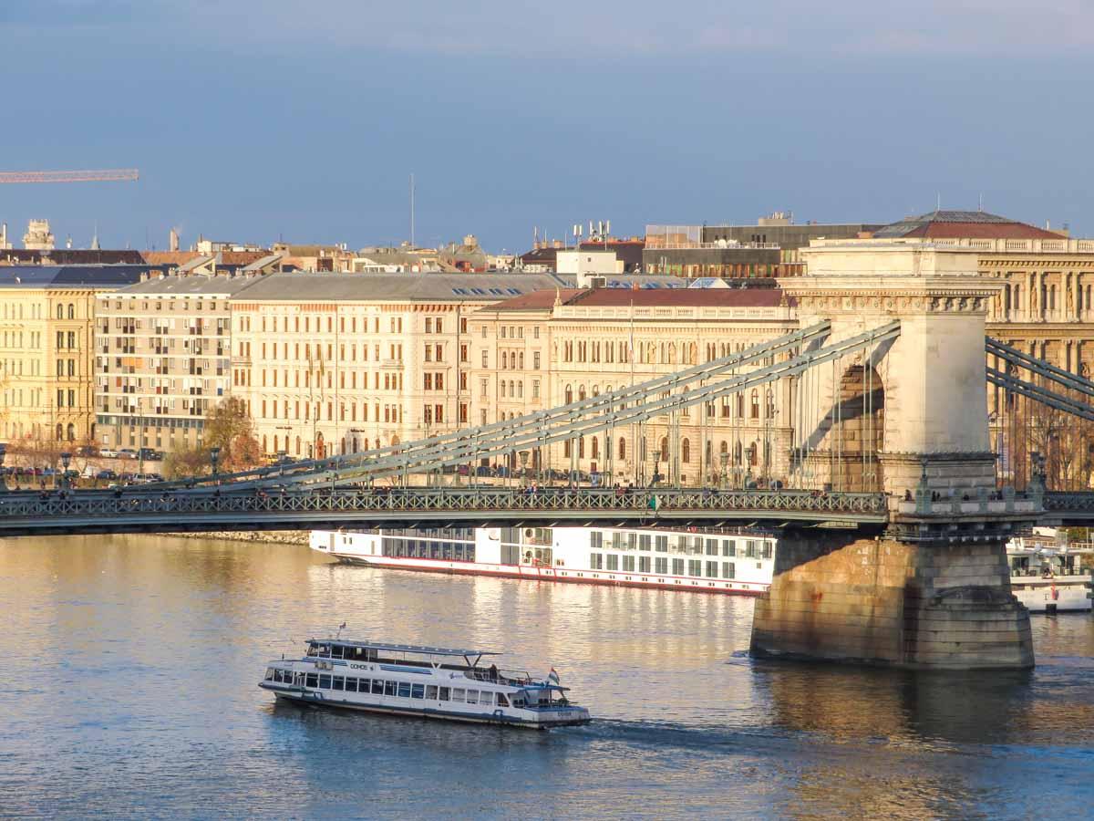 20x de allerleukste dingen om te doen in Boedapest, boottocht Donau - Map of Joy