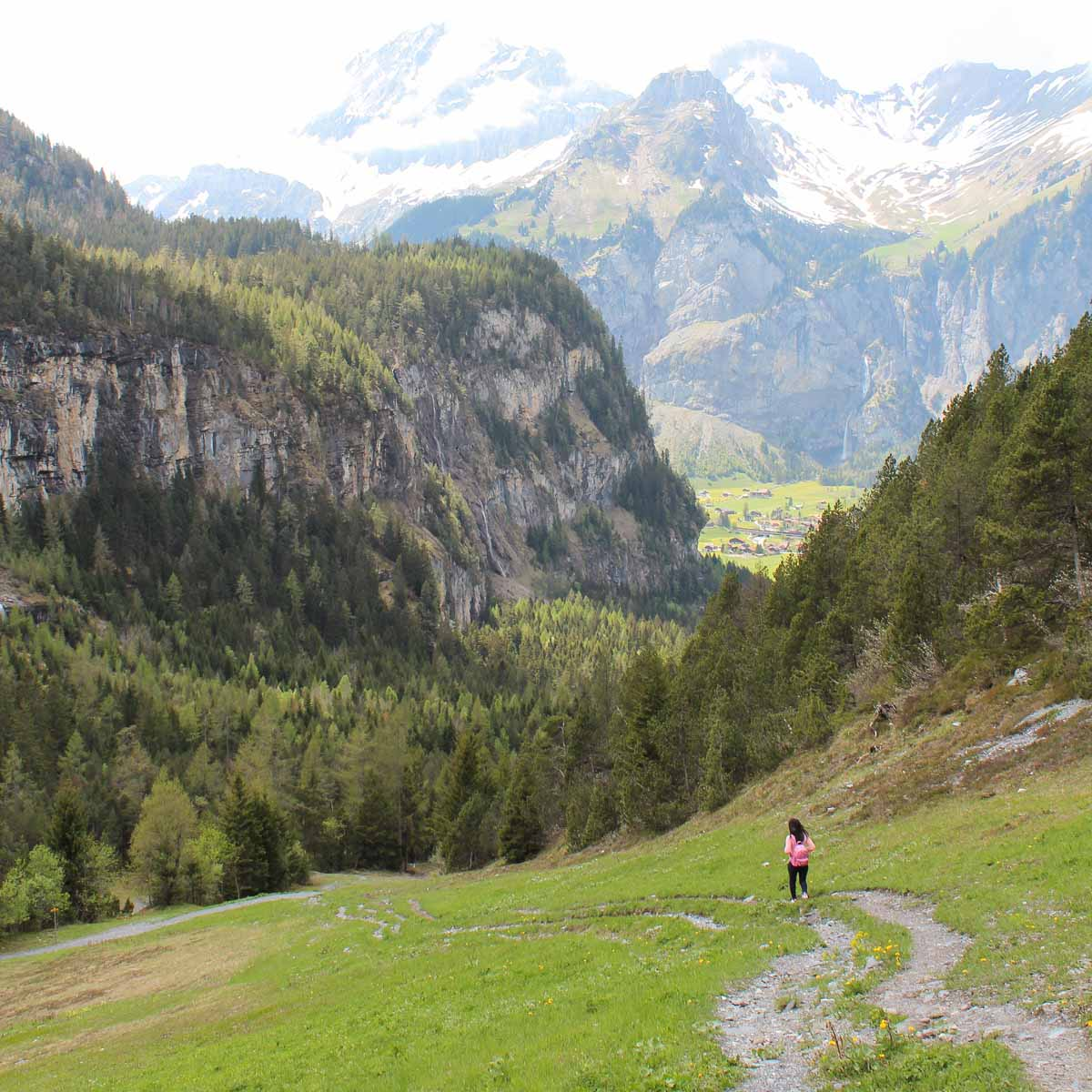 Prachtige, makkelijke wandeling in Kandersteg door de bergen - Map of Joy