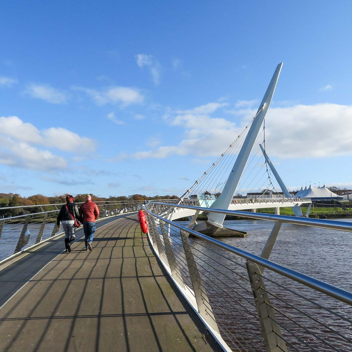 Stedentrip Derry-Londonderry: bezienswaardigheden en tips, Peace Bridge