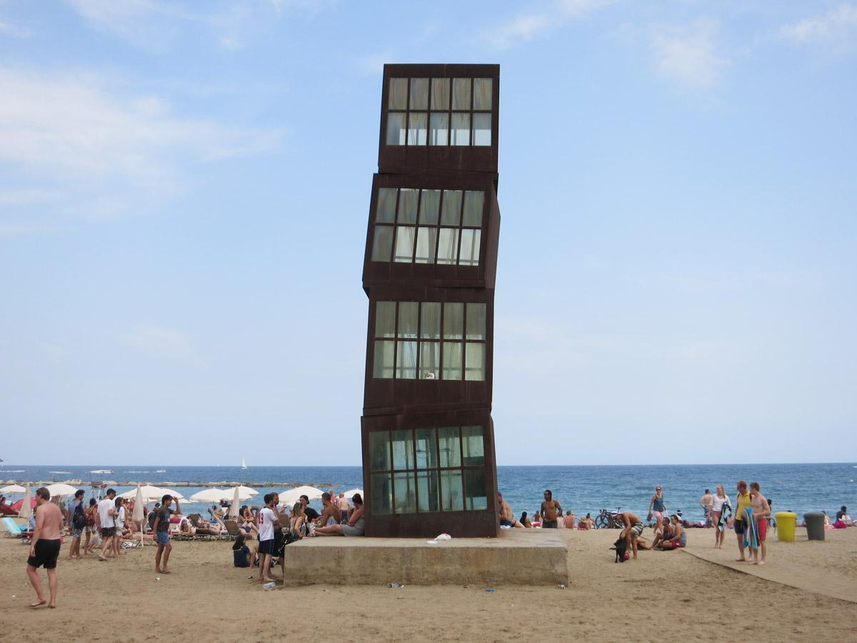 Het strand van de leuke wijk in Barcelona Barceloneta