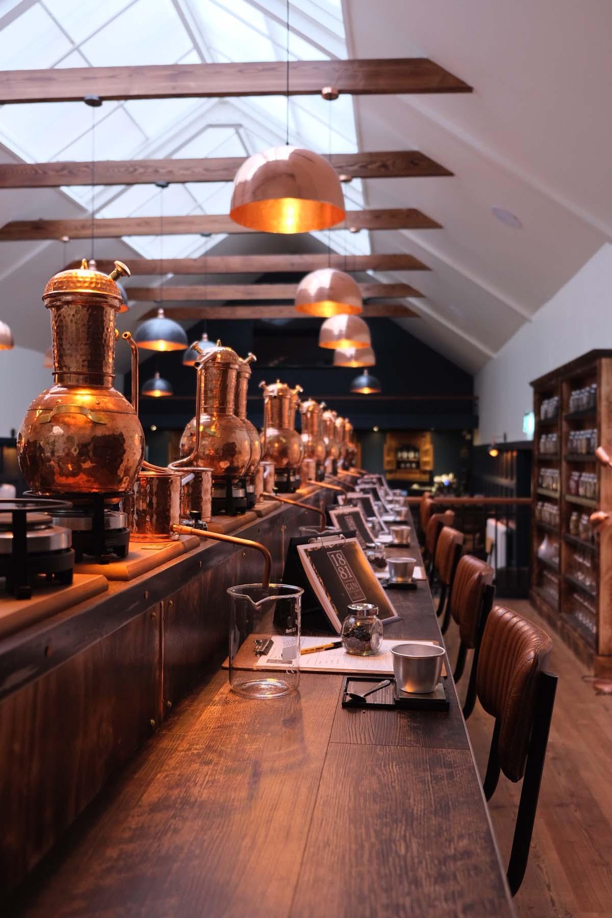 De mooiste bezienswaardigheden in Zuid-Schotland [roadtrip route], Peebles 1881 Gin Distillery