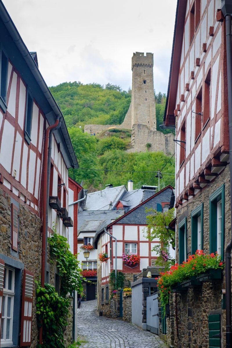 Dit zijn de 5 mooiste steden en dorpjes in de Eifel [+ wat te doen tips], Monreal
