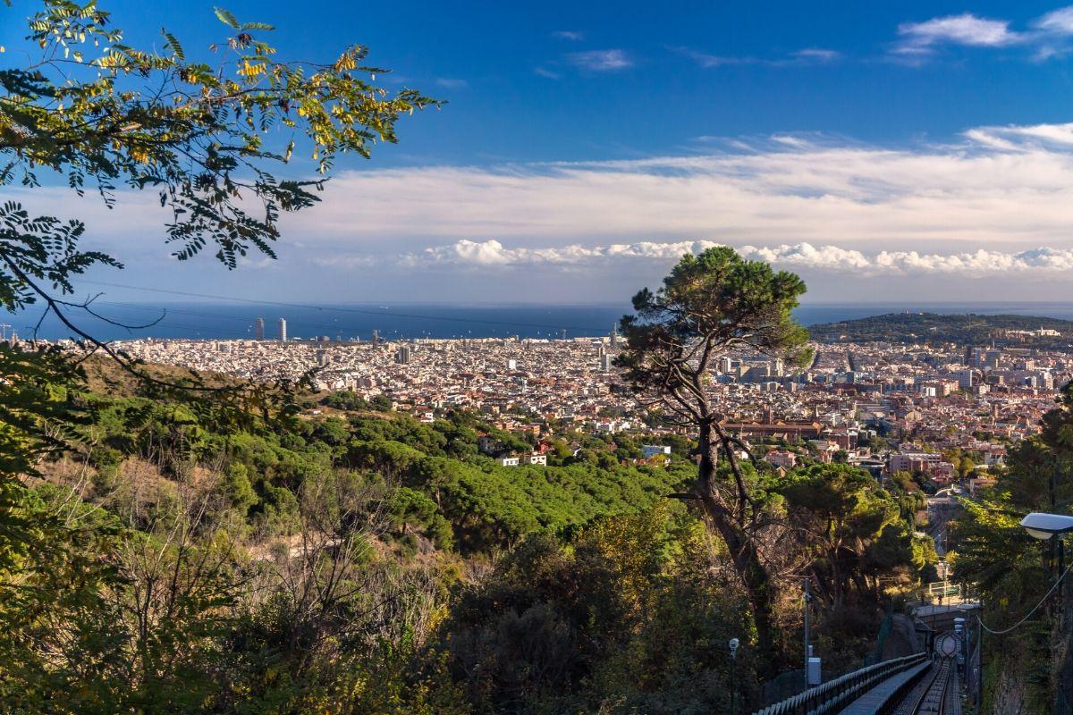 Barcelobna tips, uitzicht op de stad vanaf de Tibidaboberg