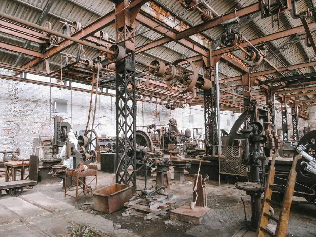 Bois-Du-Luc mijnwerkersdorp, atelier met oude bouwmaterialen