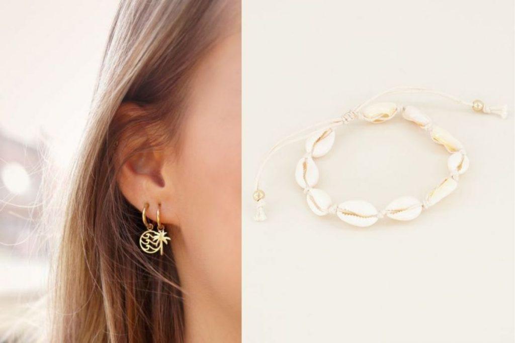 oorbellen met een golfje en armbandje van schelpen