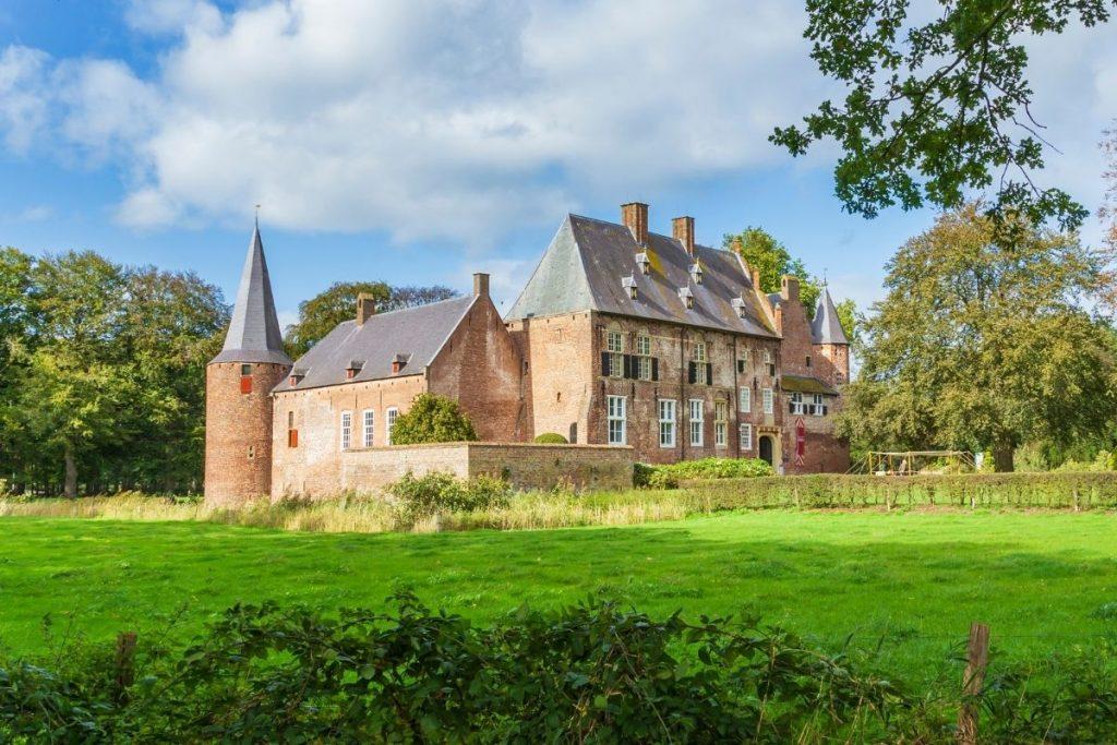 de mooiste kastelen in Nederland die je kunt bezoeken, Kasteel de Hernen