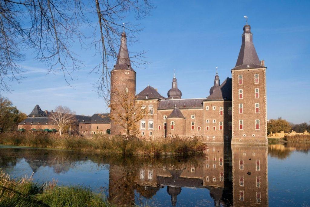 de mooiste kastelen in Nederland die je kunt bezoeken, Kasteel Hoensbroek